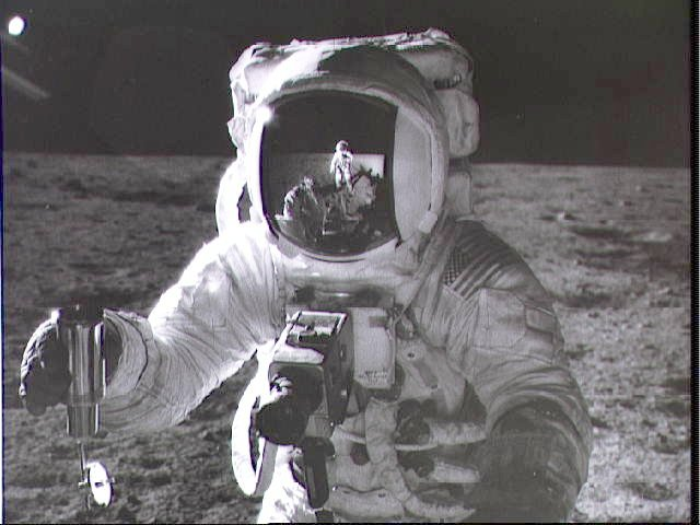 Alan Bean sur la lune ( photo NASA )